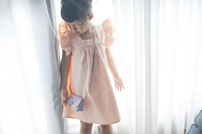 立體荷葉袖粉橘色洋裝